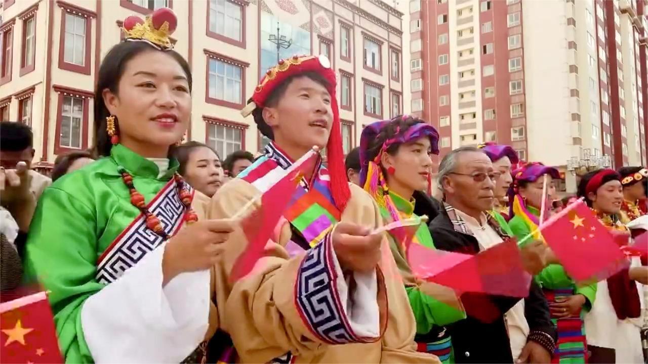 Tibetan people celebrate China's National Day with flash mob - CGTN