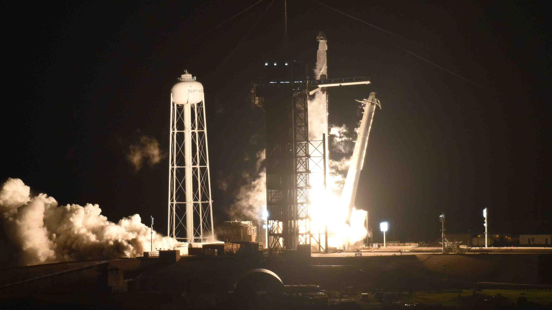Spacex Sends First Full Team Of Astronauts To Space
