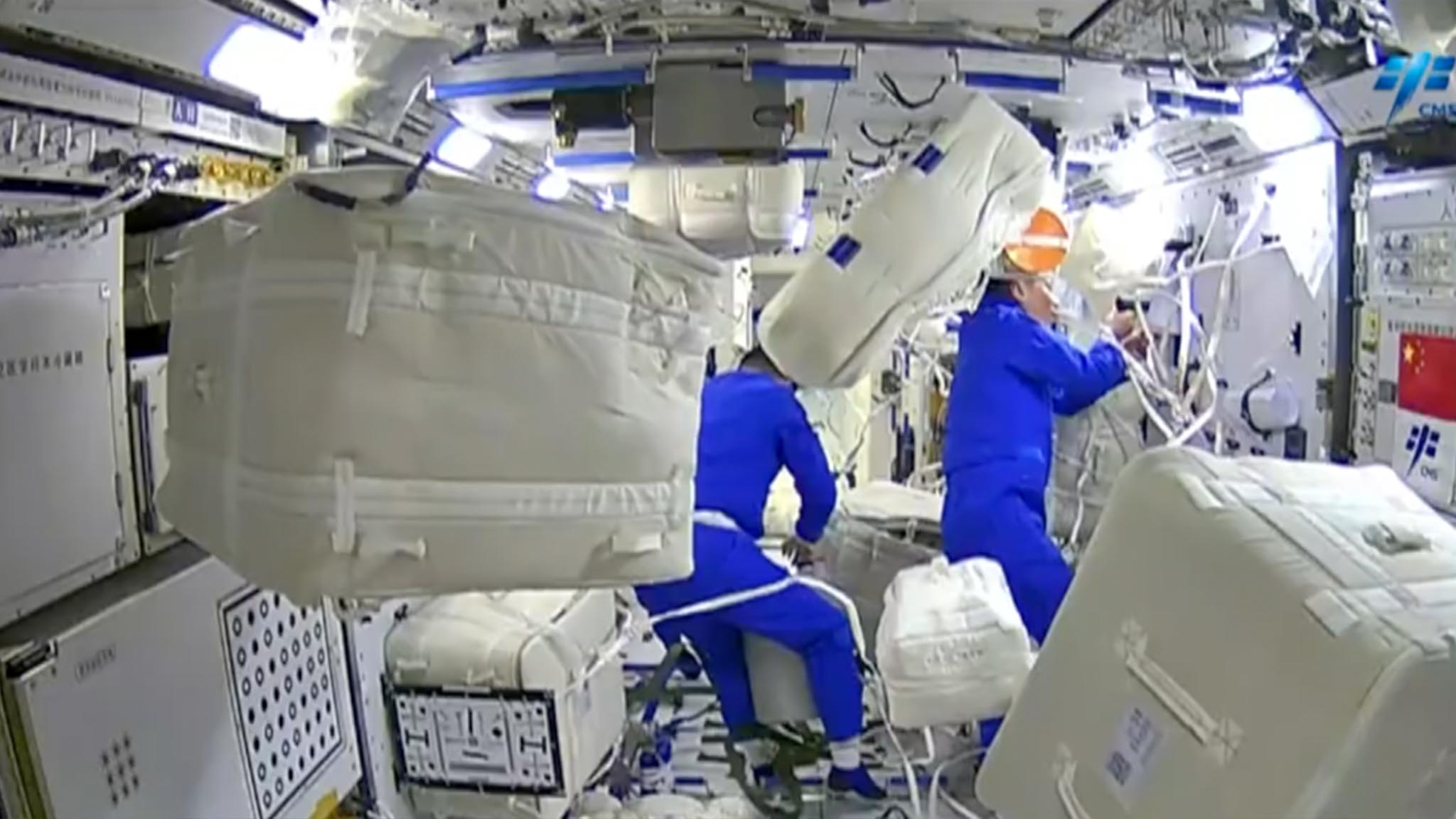 - 94b71b81b276412b8ab57637084cd861 - Space log: How do astronauts do laundry in space?