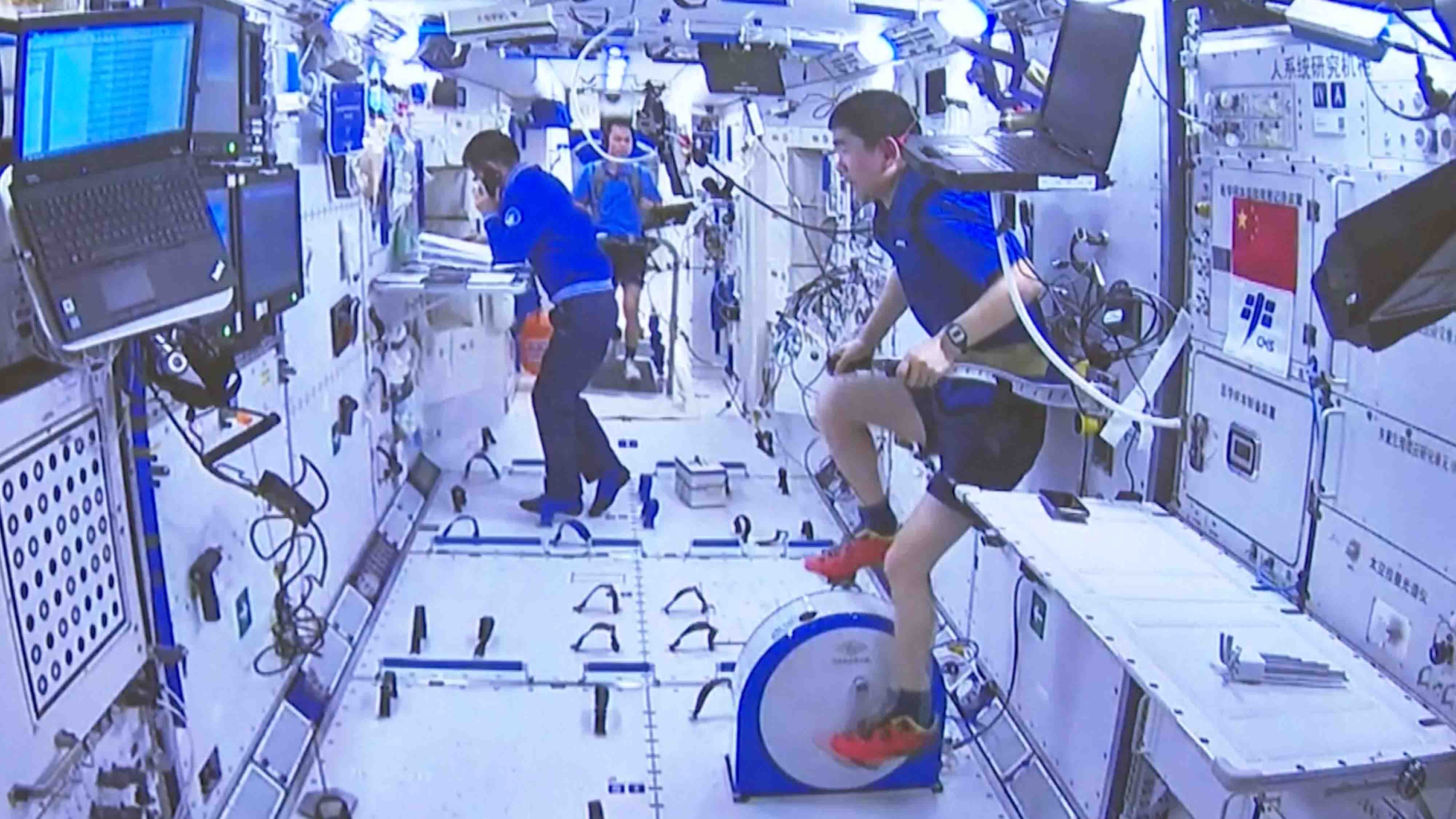 Working, dining, TV news, exercising: A day in China Space Station - CGTN
