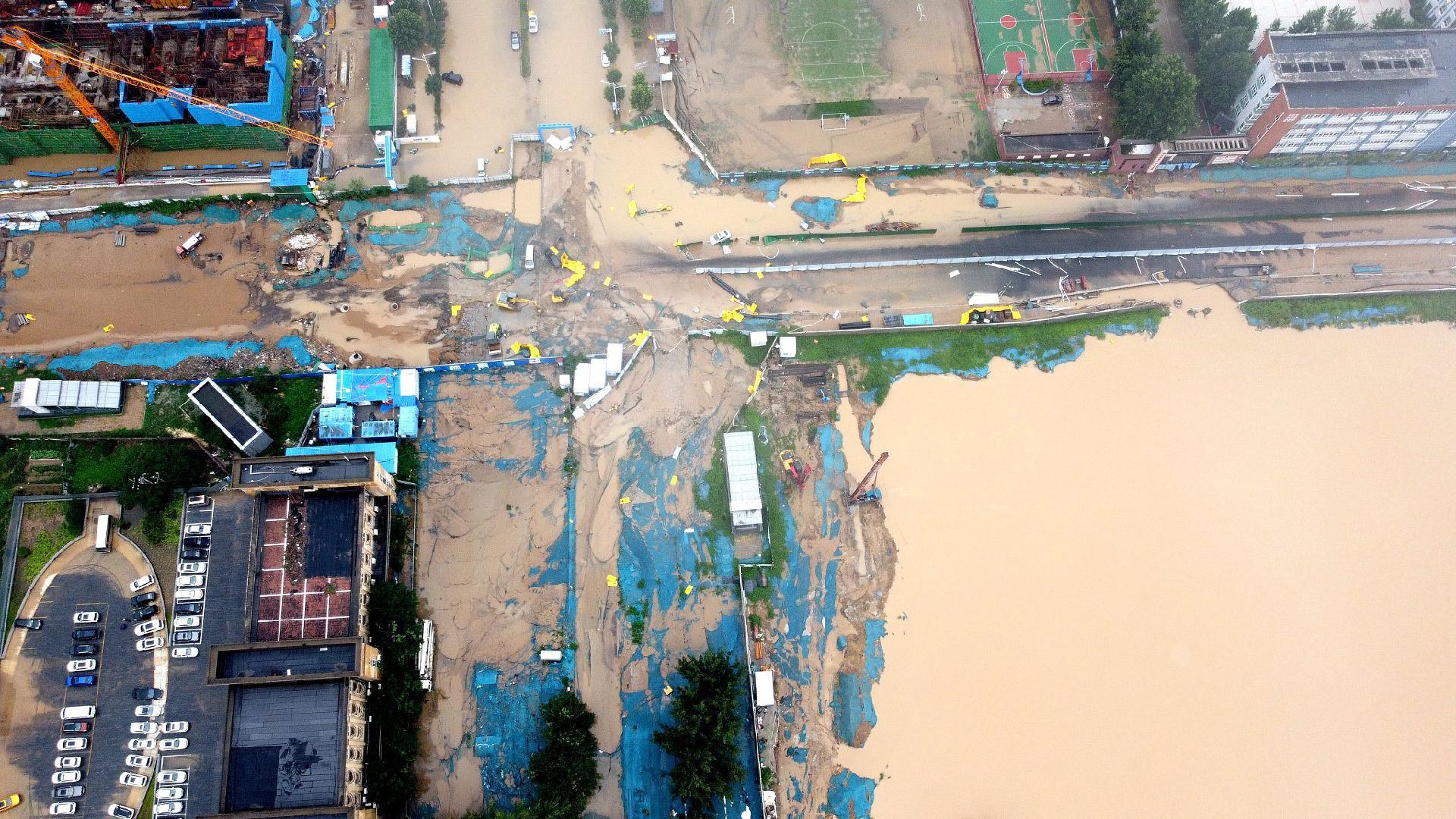 Aerial video shows alarming water levels in communities of Zhengzhou - CGTN