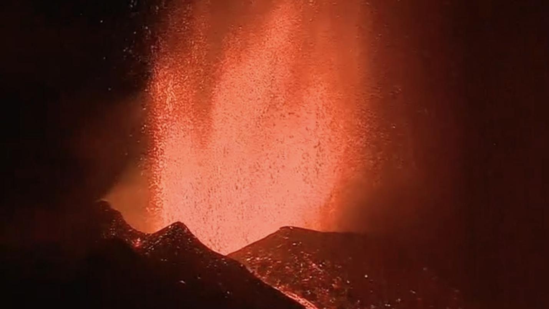 Thousands evacuated as volcano erupts on Spain's La Palma island - CGTN