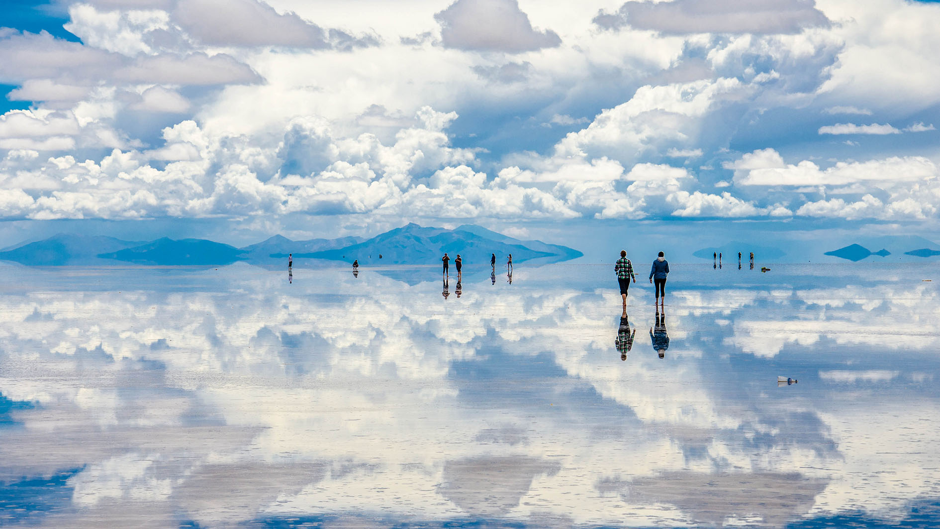 Mirror of the Sky: Bolivia's Uyuni Salt Flats - CGTN