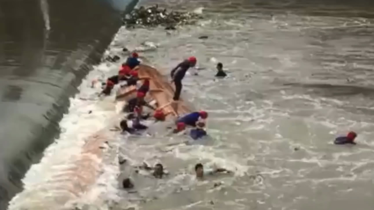 17 killed in boat race accident in S China\'s Guangxi - CGTN