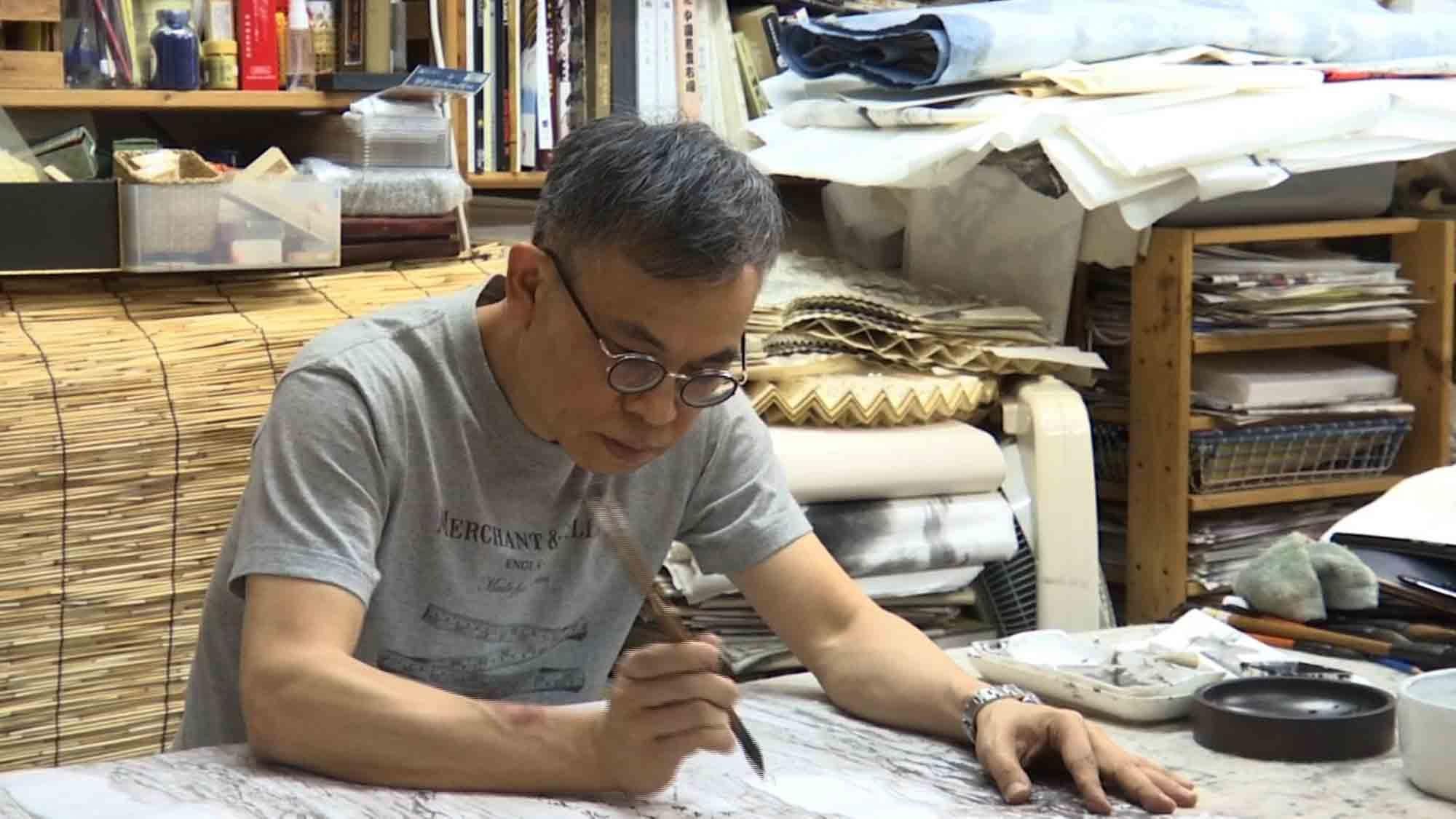Hong Kong artist uses an ink brush to create 'Wuxia' - CGTN